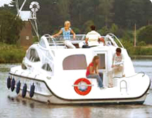Boat hire on the Norfolk Broads, providing Last Minute Holidays
